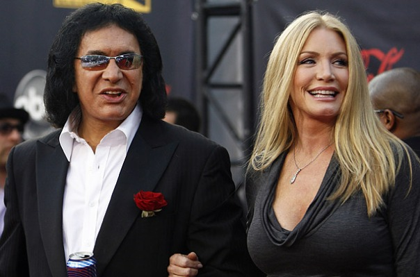 Gene-Simmons-Shannon-Tweed-attenti-a-loro